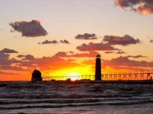Grand_Haven_-_Lighthouse_Waves